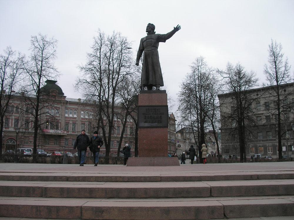 Памятник Кузьме Минину, на главной площади в Нижнем Новгороде